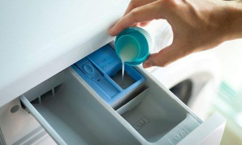 Cách cho nước xả vải vào máy giặt?