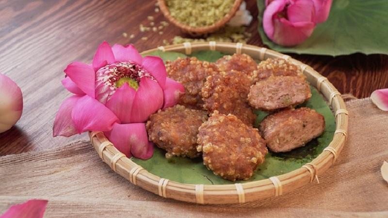 Chả cốm là món ăn đặc trưng của Hà Nội