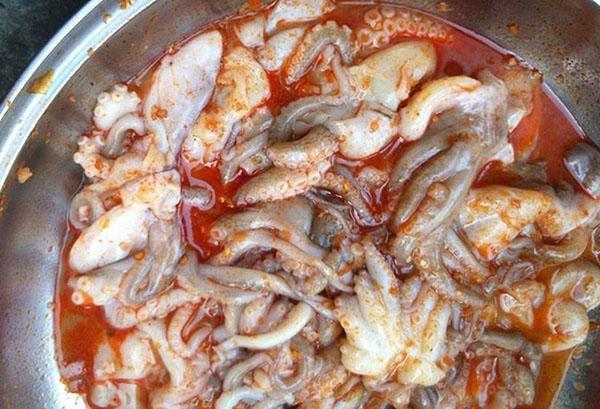 Ướp gia vị bạch tuộc nướng