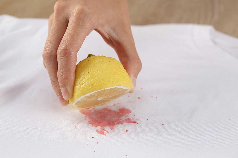 Cách tẩy vết ố vàng trên áo trắng bằng nước cốt chanh