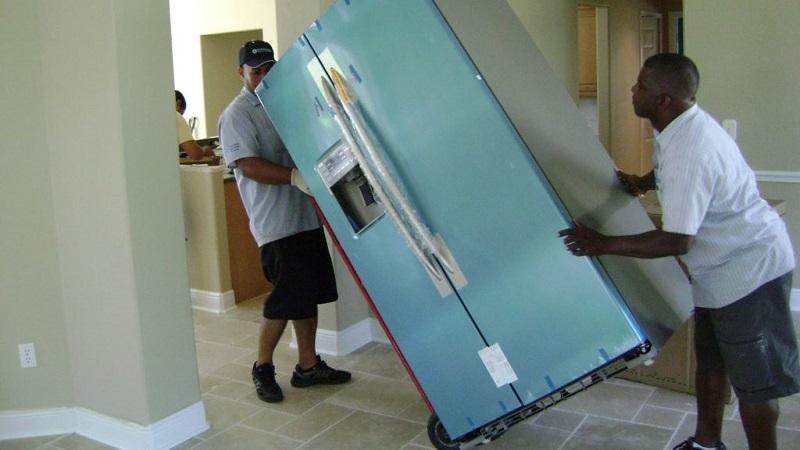 Di chuyển tủ lạnh mới cẩn thận và nhẹ nhàng