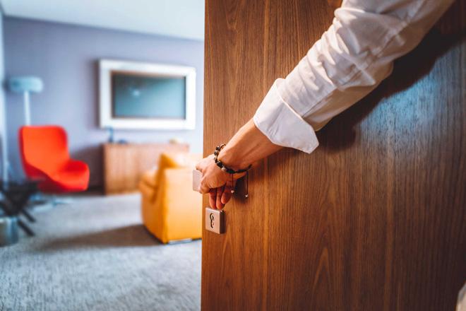 Đóng kín cửa là cách sử dụng điều hòa tiết kiệm điện