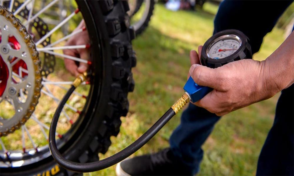 Hướng dẫn sử dụng ống bơm xe đạp