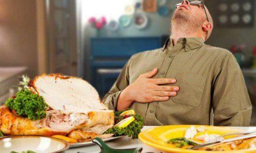 Không nên ăn quá no sẽ khiến tình trạng ợ hơi xảy ra
