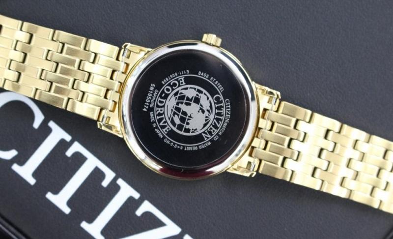 Kiểm tra đồng hồ chính hãng qua mặt số vào mặt kính