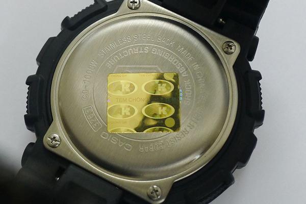 Kiểm tra đồng hồ chính hãng qua tem chính hãng