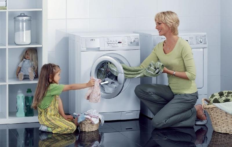 Làm phẳng quần áo bằng máy giặt