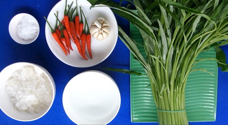 Nguyên liệu chuẩn bị cho món rau muống ngâm chua ngọt