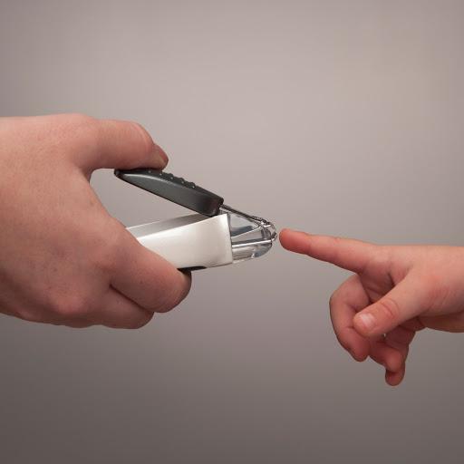 Cấu tạo và nguyên lý hoạt động của bấm móng tay