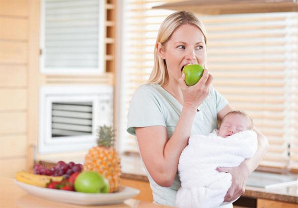 Thường xuyên ăn trái cây và uống nước