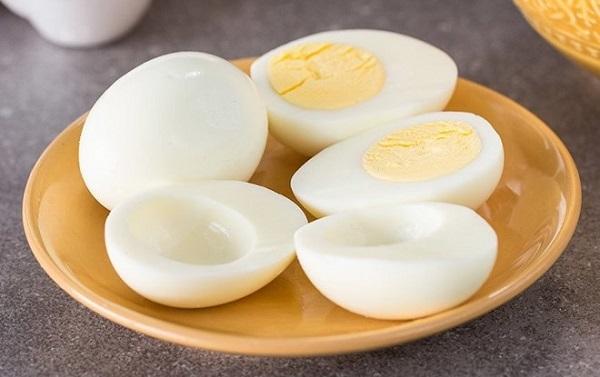 Trứng gà luộc ăn tối để giảm cân