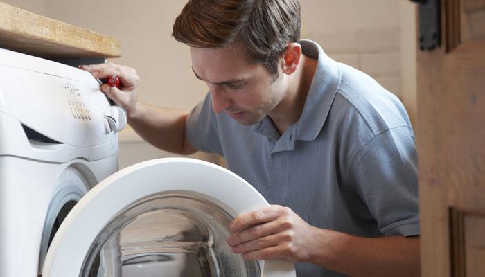 Vệ sinh lồng máy giặt để tránh tạo điều kiện cho những tác nhân gây hại sinh sôi