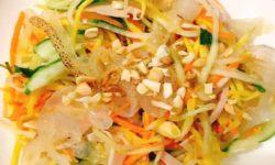 Món gỏi sứa xoài xanh đẹp mắt và ngon lành