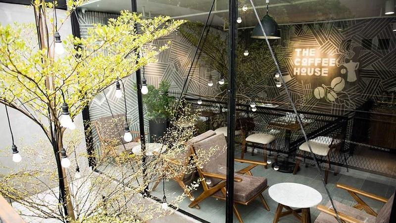 The Coffee House có không gian thoáng mát và thức uống ngon