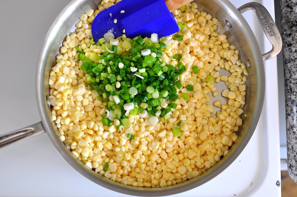 Cách làm bắp xào tôm khô thơm ngon tròn vị 3