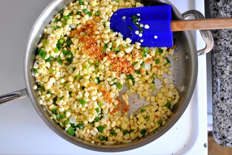 Cách làm bắp xào tôm khô thơm ngon tròn vị 4