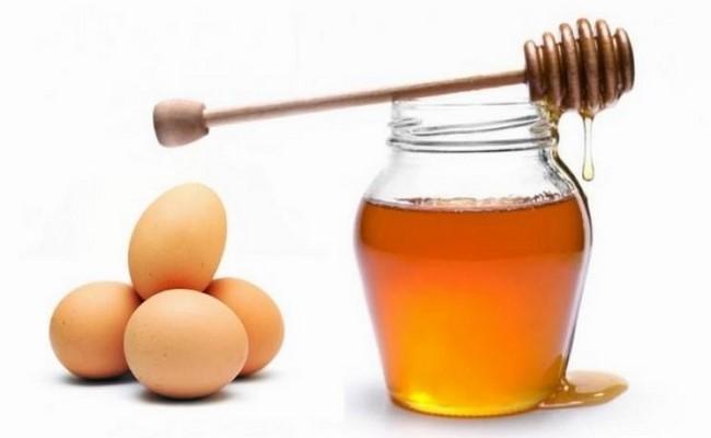 Cách làm trắng da từ trứng gà kết hợp với mật ong