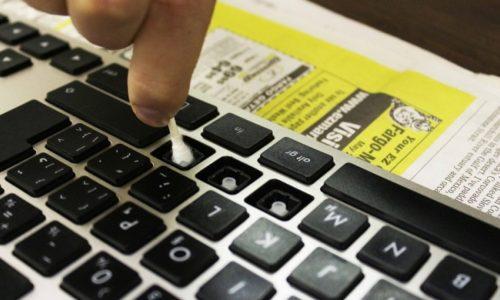Cách vệ sinh bàn phím laptop đơn giản nhất