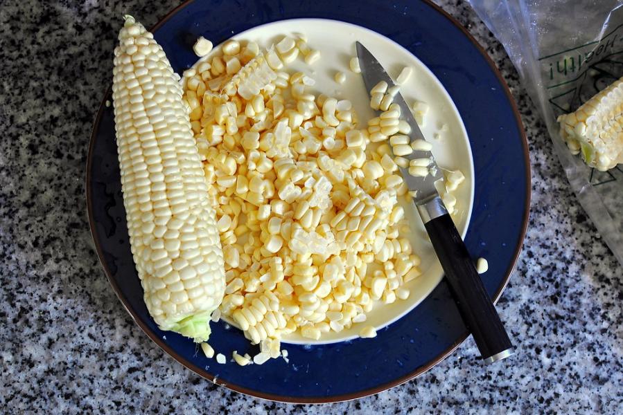 Cách làm bắp xào tôm khô thơm ngon tròn vị 1