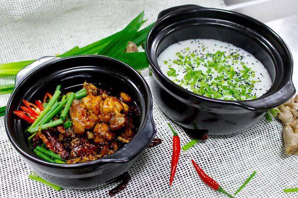 Hoàn thành món cháo ếch Singapore