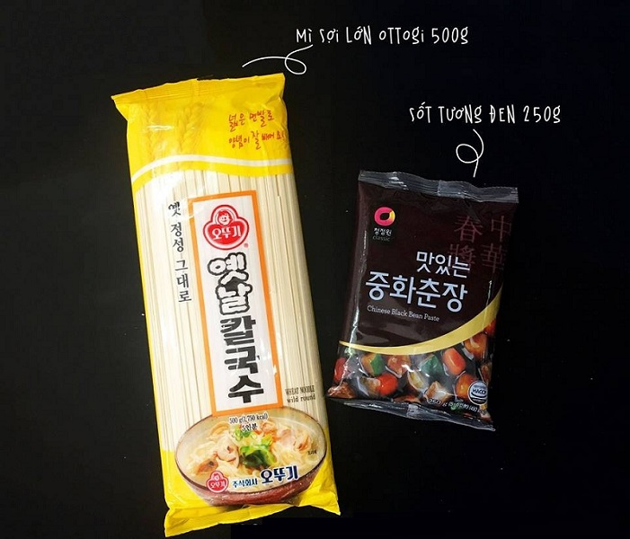 Mì sợi và tương đen để thực hiện cách làm mì tương đen Hàn Quốc