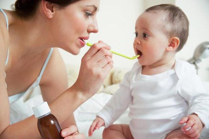 Sử dụng thuốc hạ sốt cho trẻ sơ sinh
