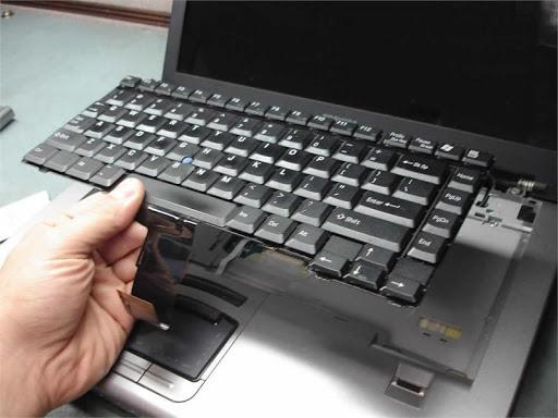 Tháo lắp bàn phím để vệ sinh