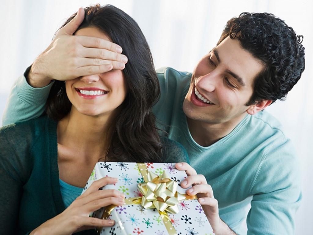 Cách chọn quà sinh nhật cho bạn gái làm nàng thích mê