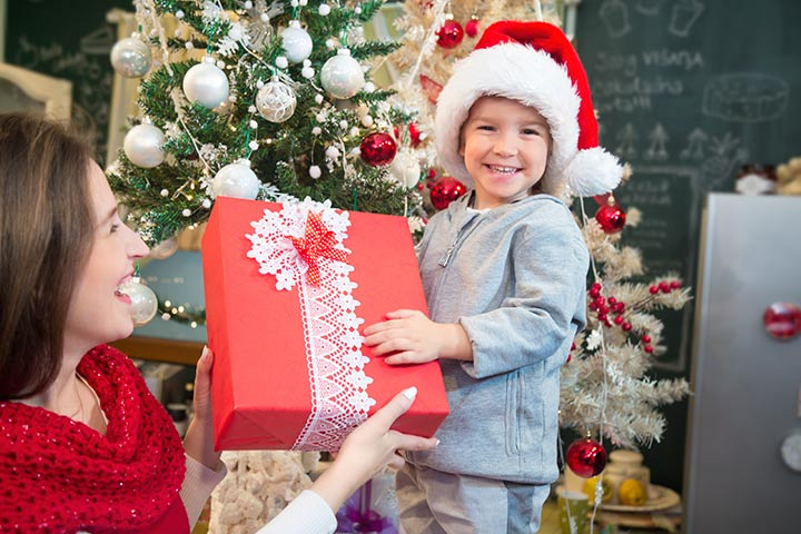 Cách chọn mua quà sinh nhật cho bé gái theo từng độ tuổi