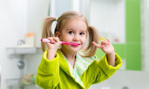 Top 9 bàn chải đánh răng cho bé tốt nhất 2021