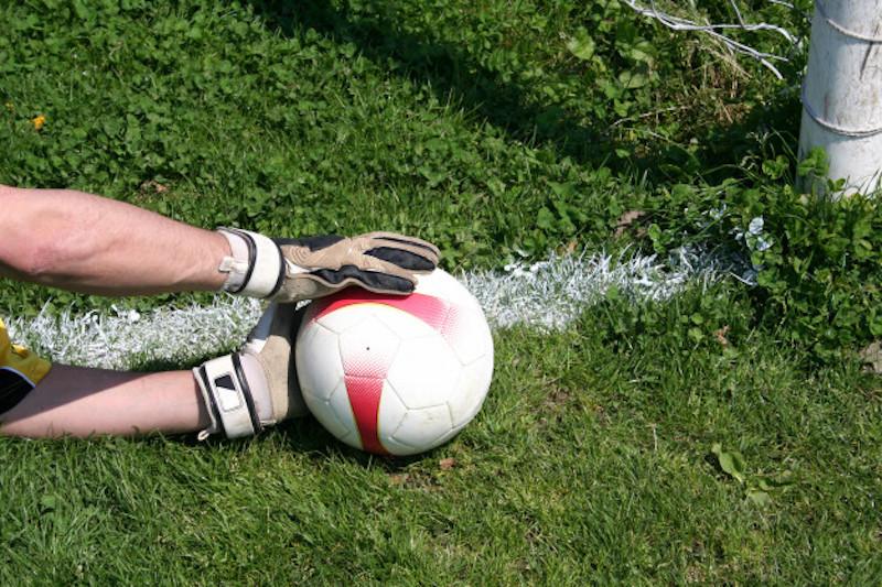 Hỗ trợ thủ môn đấm bóng hiệu quả