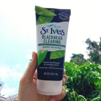 Tẩy tế bào chết ST.Ives Blackhead Clearing Green Tea Scrub