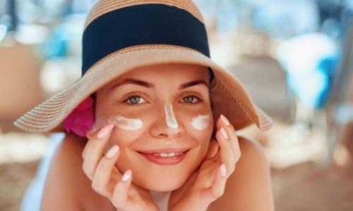 Top 7 kem chống nắng nâng tone da được ưa chuộng 2021