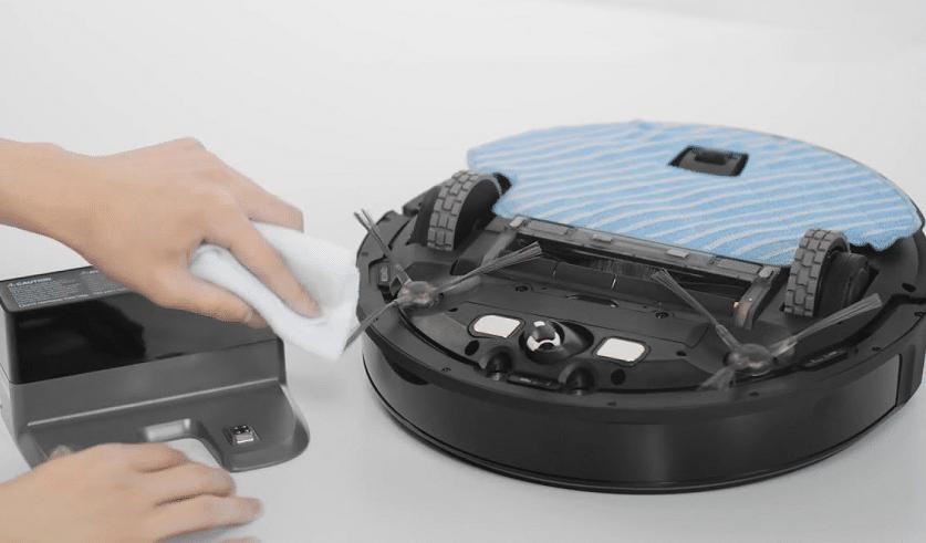 Không dùng chất tẩy rửa để vệ sinh robot