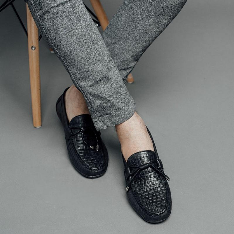 Giày lười nam rất tiện lợi khi sử dụng tháo ra và đeo vào