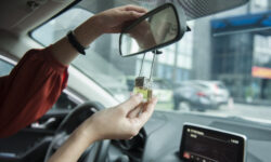 23 cách khử mùi ô tô mới mua, hết mùi bụi bẩn, mùi nhựa, mùi da mới