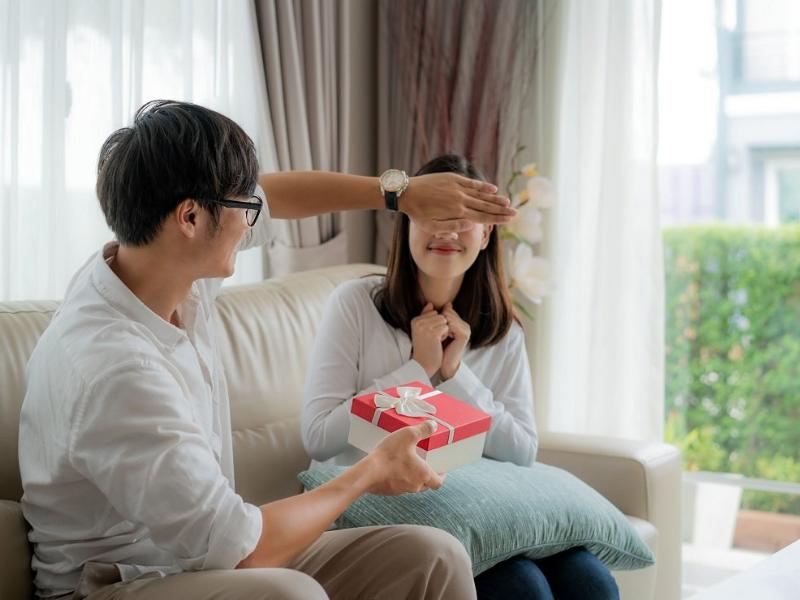 Bạn có thể lựa chọn một món quà ý nghĩa tặng cho người phụ nữa yêu thương của mình